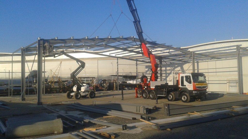 Suite des travaux sur la charpente du hangar