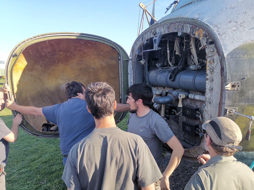Ouverture du radôme du Breguet 941S !