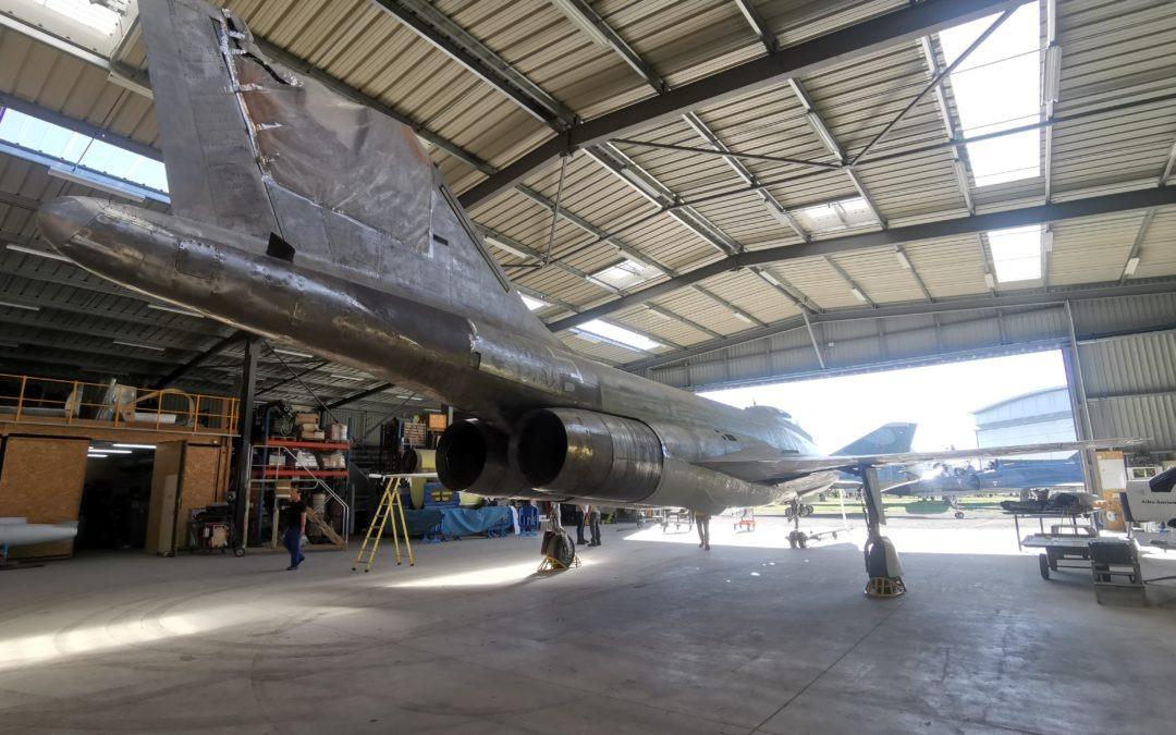 Rentrée au hangar du F-101 Voodoo pour peinture